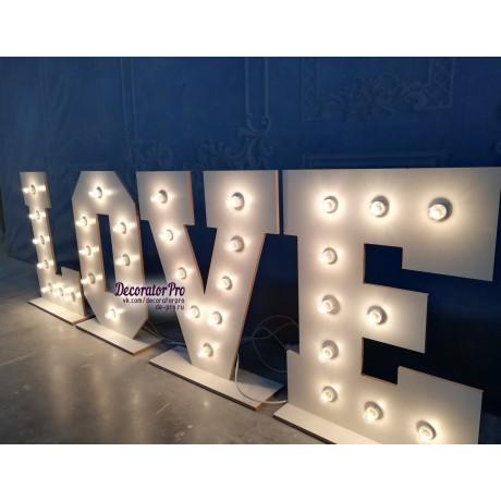 Слово LOVE с лампами (с основаниями)